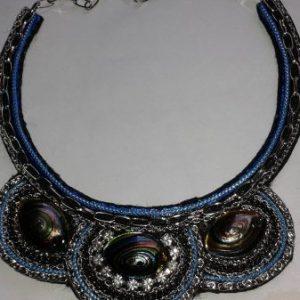 collier plastron argente et bleu
