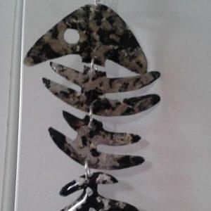 Pendentif poisson noir argente avec chaîne