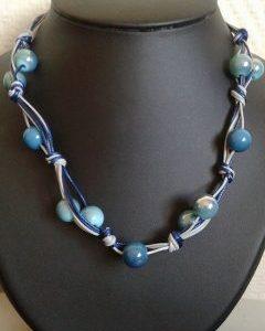 Collier tressé perles camaïeu de bleu