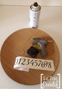 horloge avec du matériel recycle