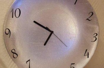 horloge avec des matériaux recyclés