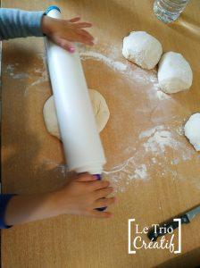 étaler pâte à pizza au rouleau